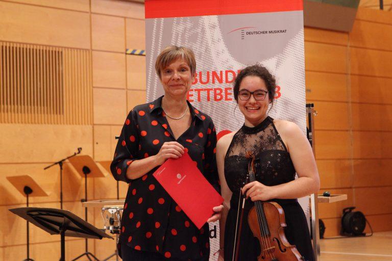 """Sonderpreis der """"Freunde Junger Musiker"""" für Luisa Schwegler"""